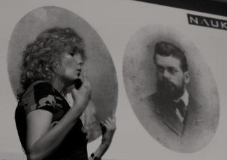 Laura @lauramorron, haciéndose pasar por la mujer de Ludwig E. Boltzmann.