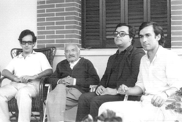 Fotografía de José María Gil-Vernet. De izquierda a derecha: J. Nebot, S. Gil Vernet, J. M. Domenech y J. R. Sañudo. 1981