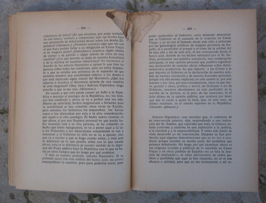 Fotografía de «La taberna del librero». Termitas en libro de Manuel Azaña.