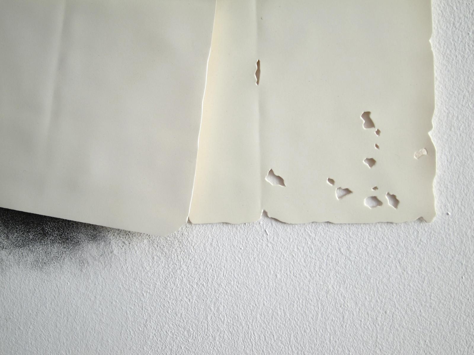 Tamara Feijoo Fragmento de la obra «Lo que acaba y lo que queda» Detalle de la esquina inferior derecha con agujeritos