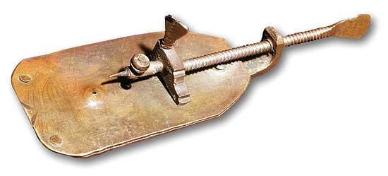 Réplica de uno de los microscopios construidos por Leeuwenhoek. A lo largo de su vida llegó a construir casi 500 unidades.