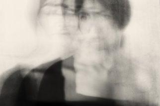 Elena Organesyan. Se ve una fotografía de un retrato movido