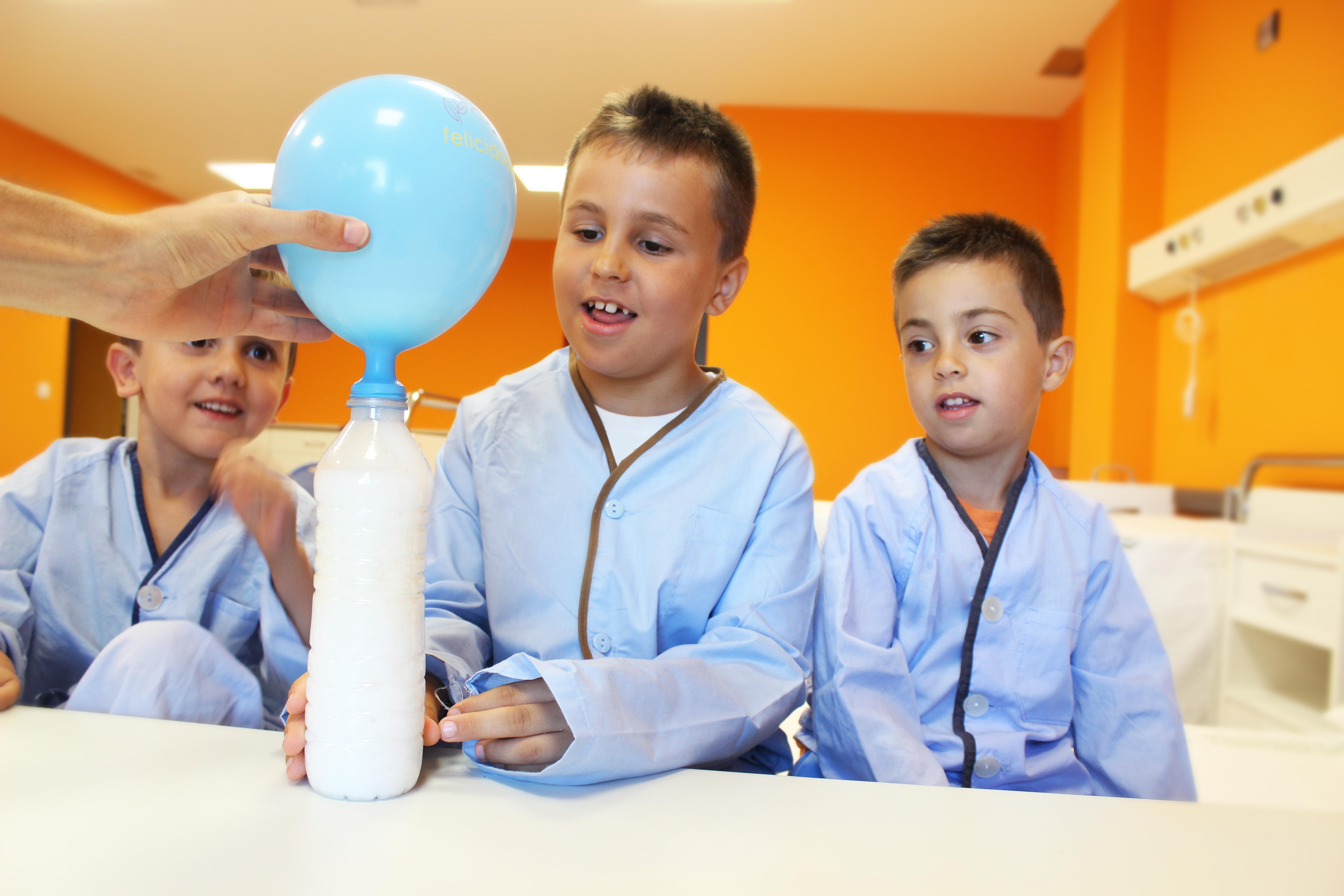 Fotografía de Cienciaterapia Experimento de Andrea en el hospital