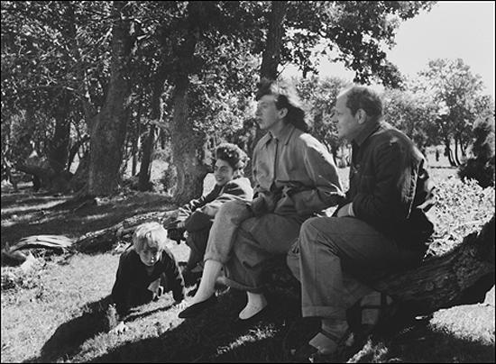 Fotografía de Herbert Matter De izquierda a derecha, Alex Matter, Mercedes Matter, Lee Krasner y Jackson Pollock