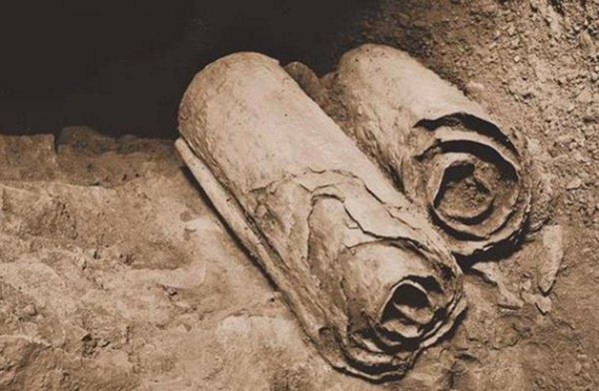 Dos manuscritos del Mar Muerto en su ubicación original. Fuente: http://www.ancient-origins.net/comment/20516
