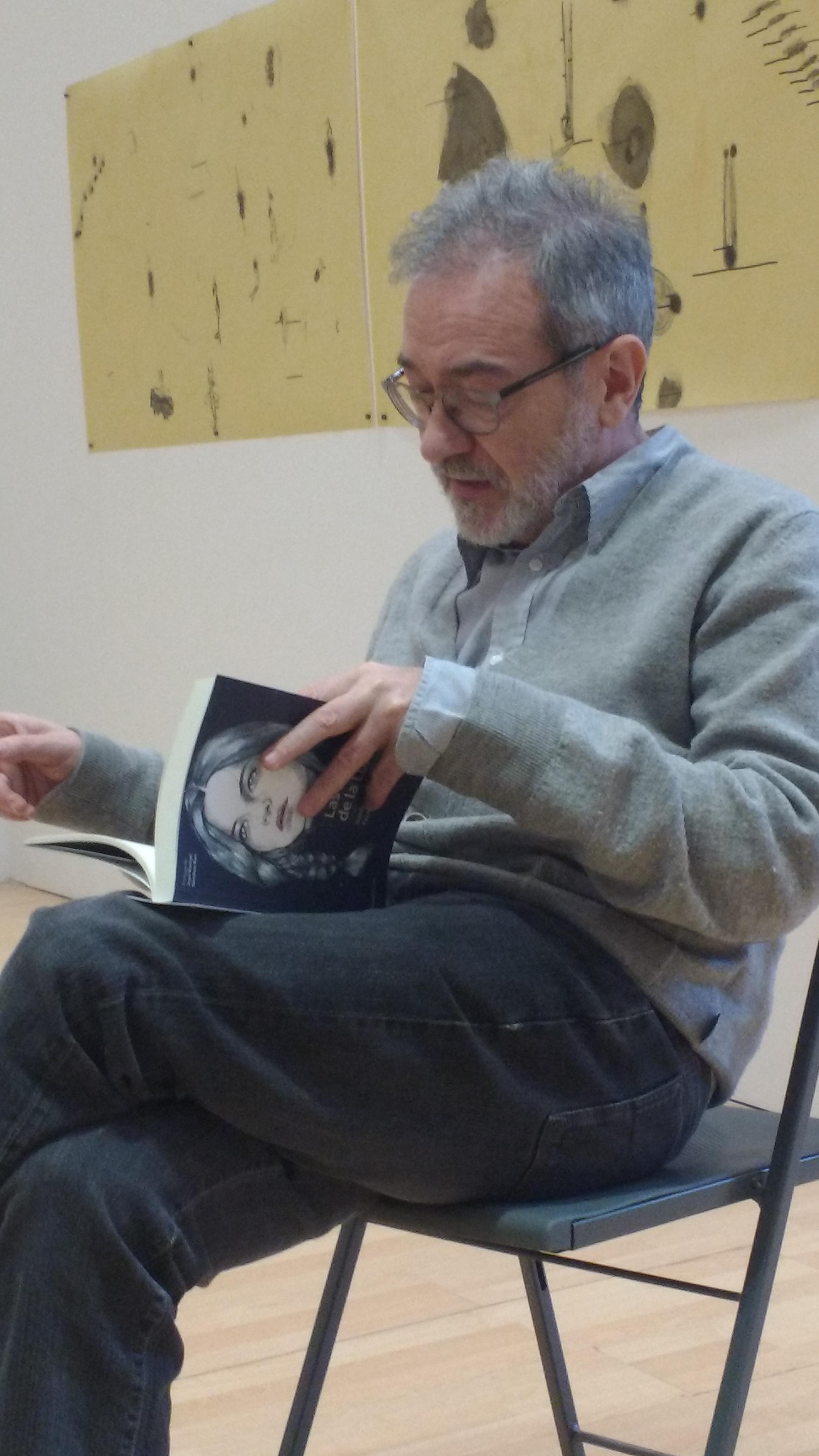 Juan J. Vázquez, lectura del libro Las mujeres de la Luna en La Casa Amarilla